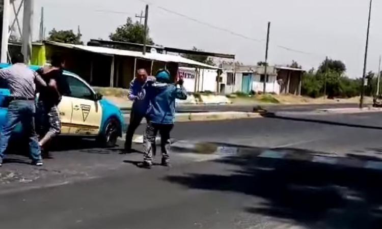 Riña en plena carretera en Huejotzingo