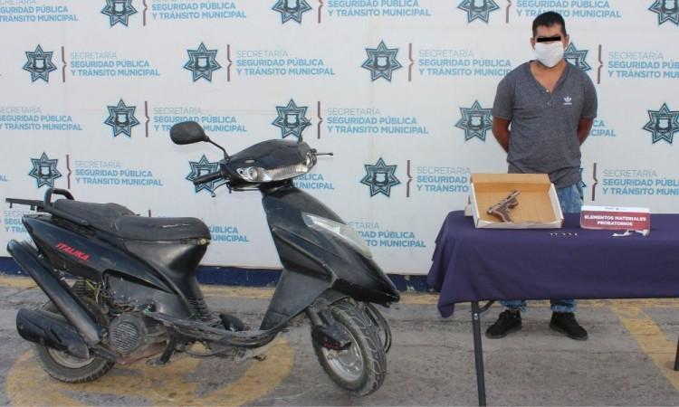 Detiene a motociclista por portación ilegal de armas