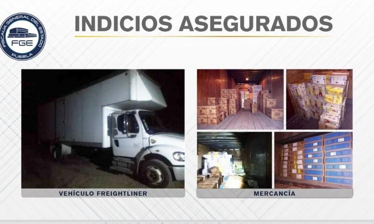 Recuperan vehículo robado en la Tehuacán-Huajuapan