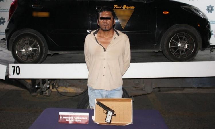 Detienen a hombre por portación ilegal de un arma de fuego
