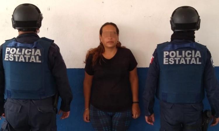 Detienen a mujer por venta de droga en Zinacatepec
