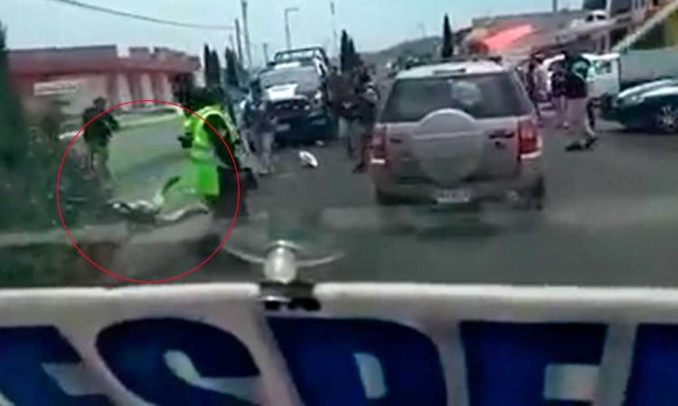 Golpean a policía de Puebla por pedir uso de cubrebocas
