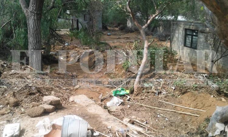 Barranca desbordada deja daños y un muerto en  Coxcatlán