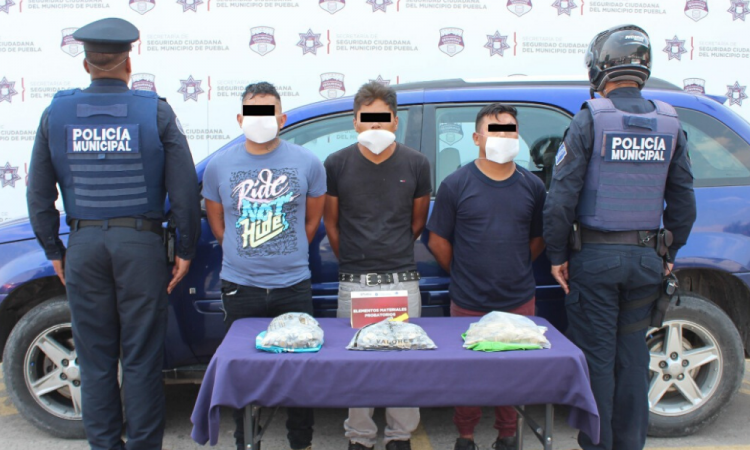 Capturan a 3 por robo a cuentahabiente en Puebla