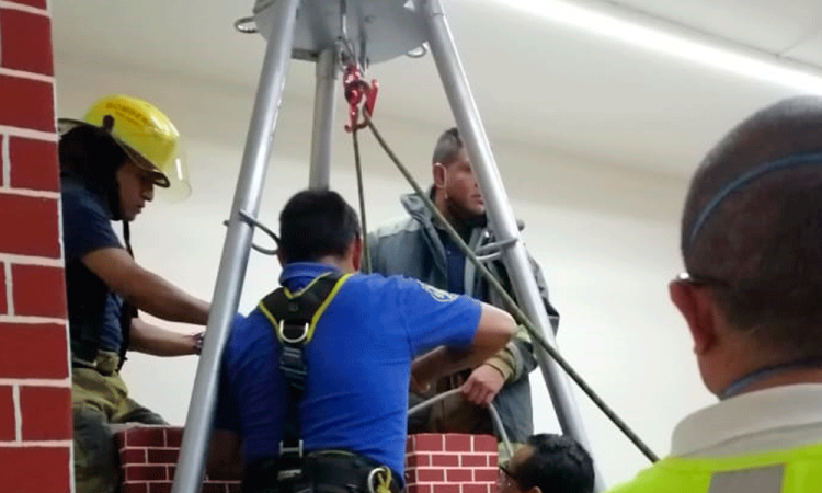 Rescatan a menor tras caer a un pozo en San Pedro Cholula