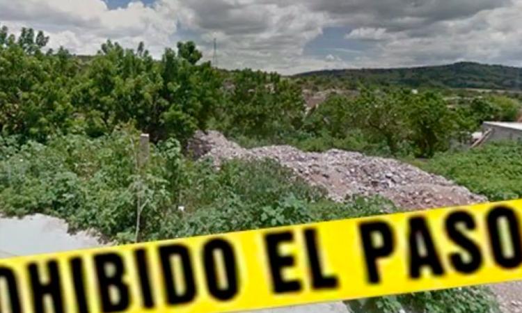 Hallan cadáver de una mujer en barranca de Acatlán
