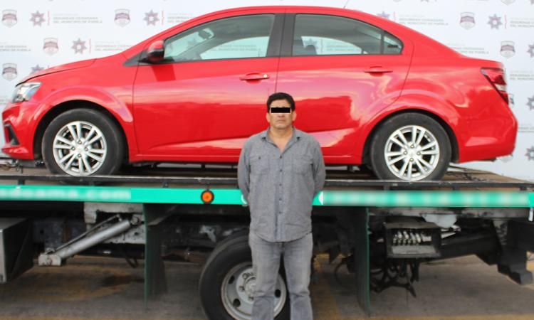 Recuperan auto robado en colonia Tepeyac