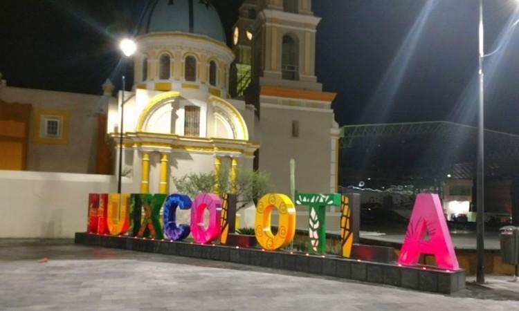 Asaltan a 2 mujeres y roban camioneta a comerciante en Huixcolotla