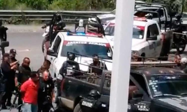 Balacera en Tlaola deja un civil muerto y un policía herido