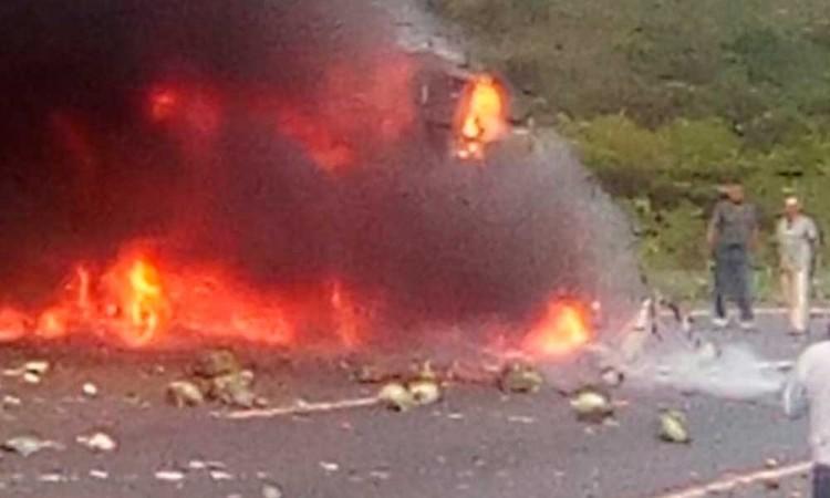 Cierran la Puebla-Orizaba por explosión de camión