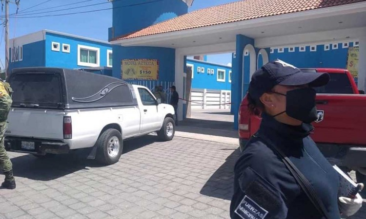 Mujer mata a hombre en un motel en Acajete