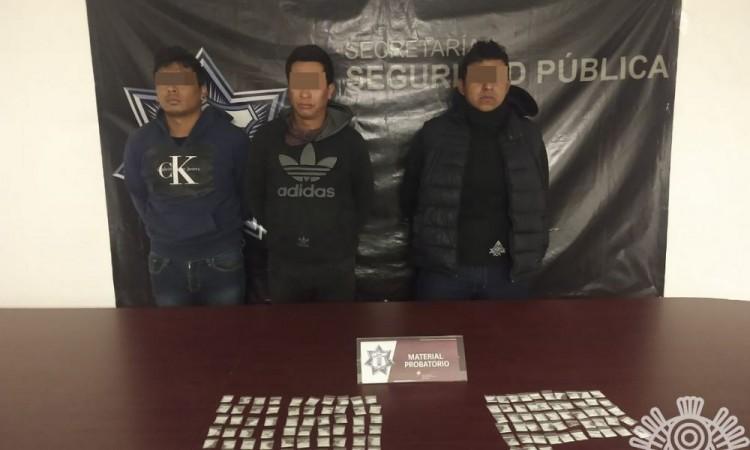 Detienen a tres presuntos narcomenudistas en Texmelucan
