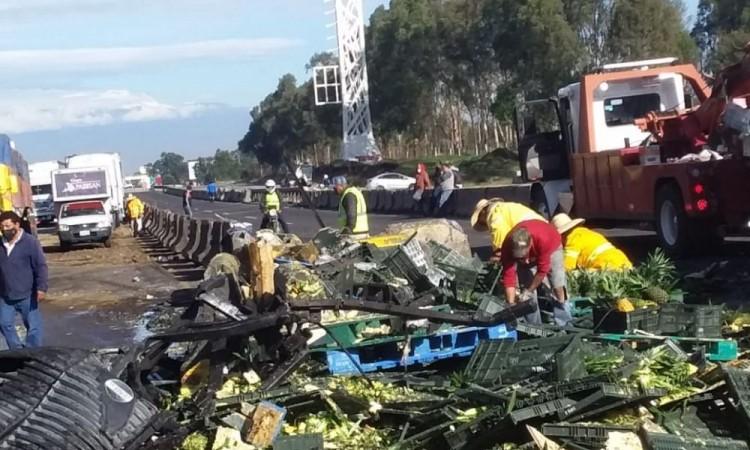 Cierran autopista por choque en Amozoc