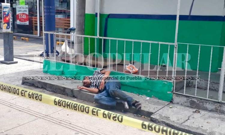 Tunden a golpes a hombre de 35 años en Mercado Hidalgo