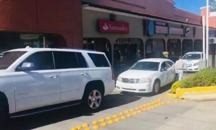 Aseguran a taxista; acusan colusión en asalto a su suegra