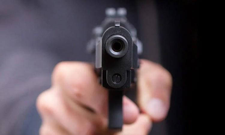 Uno de los atacantes le disparó en varias ocasiones.