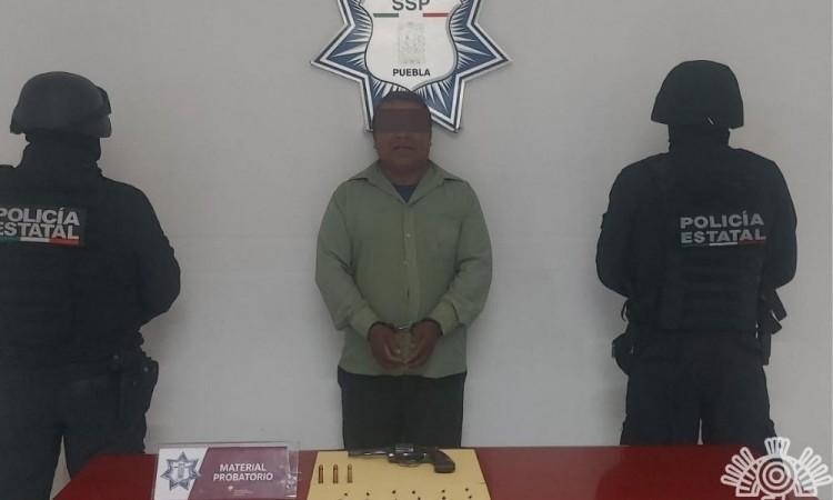 Detienen a hombre por portación ilegal de arma de fuego