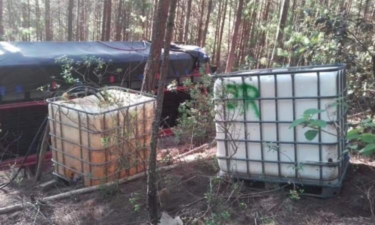 Los vehículos, contenedores y el combustible decomisado fueron puestos a disposición de las autoridades correspondientes
