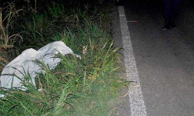 Hermanos fallecen en accidente vial por chocar contra un poster