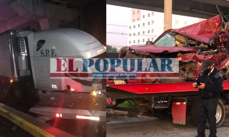 Muere gruyero embestido por tráiler mientras enganchaba camioneta