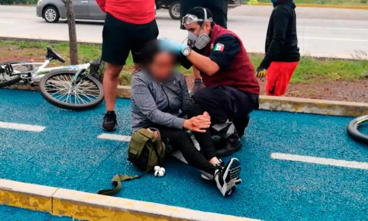 Mujer cae mientras ejercitaba en Ciclovía del Periférico, a la altura de Camino Real