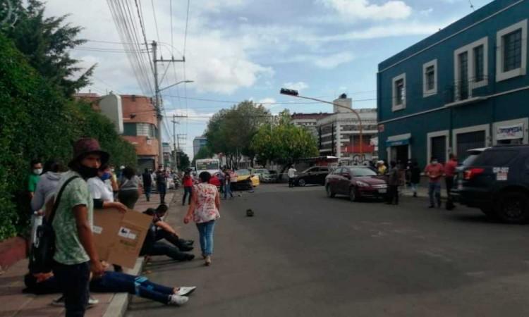 Tremenda carambola: En barrio Santiago choca patrulla y autos particulares