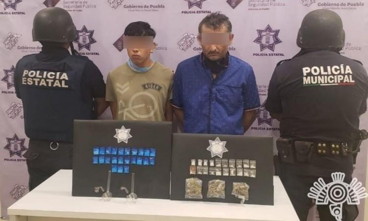 Los elementos les encontraron 20 bolsas transparentes con cocaína.