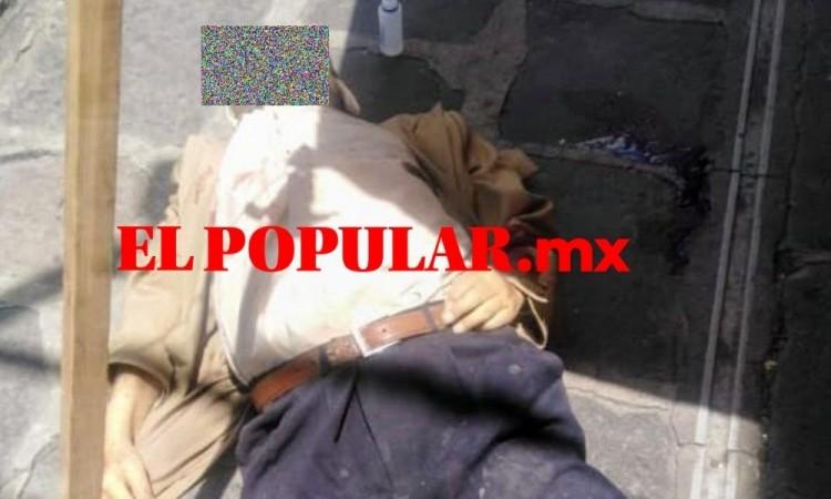 Adulto mayor muere en la calle en Puebla