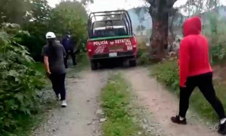 Exhiben a policías estatales al asistir a fiesta clandestina en Palmarito Tochapan