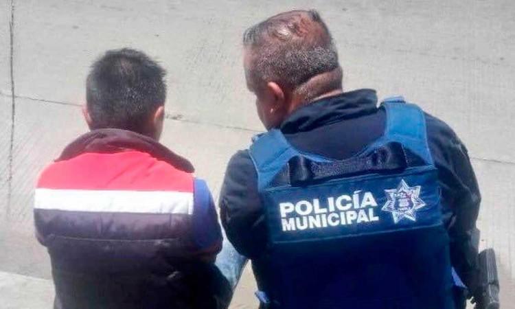 La buena noticia del día: policías salvan a joven de saltar de un puente