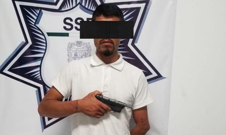 Detienen a hombre por portación de arma en Izúcar de Matamoros