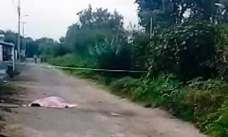 Dan con cadáver en camino de terracería en Tlacotepec