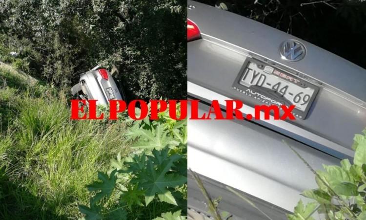 Auto cae a barranca, ocupantes lo abandonan en la colonia Los Ángeles Barranca Honda