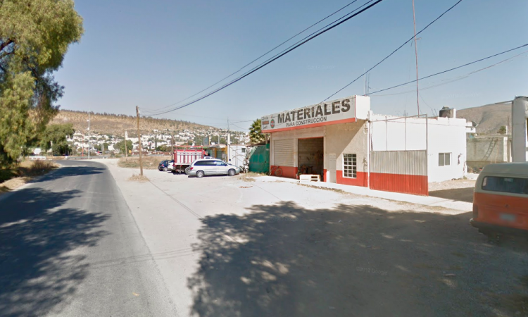 Auto particular choca contra patrulla en Tecamachalco