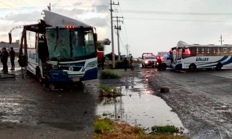 Seis heridos deja aparatoso choque sobre la Puebla-Tehuacán