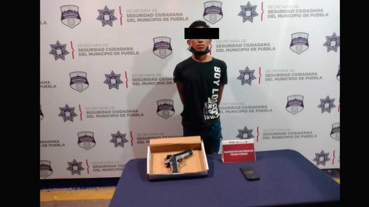 Detienen a sujeto en Centro Histórico por usar réplica de arma