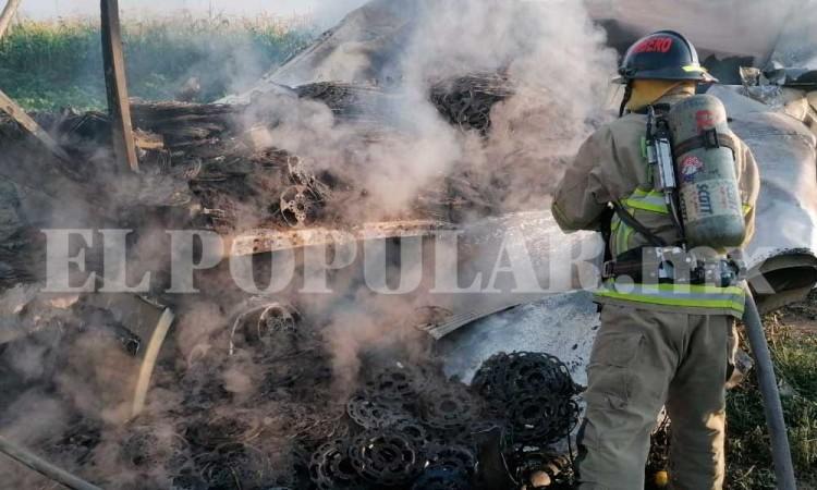 Tráiler termina en llamas en Huejotzingo