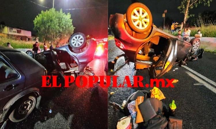 Choque y volcadura deja nueve lesionados en la colonia Santa Cruz Buenavista.