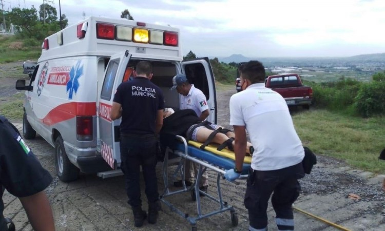 El jovencito tuvo que ser rescatado por tres corporaciones municipales.