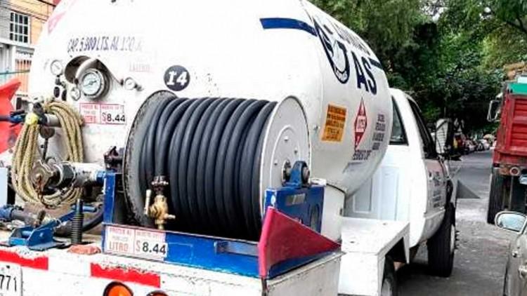 Encuentra pipa de Gas Lp cargada con huachigas