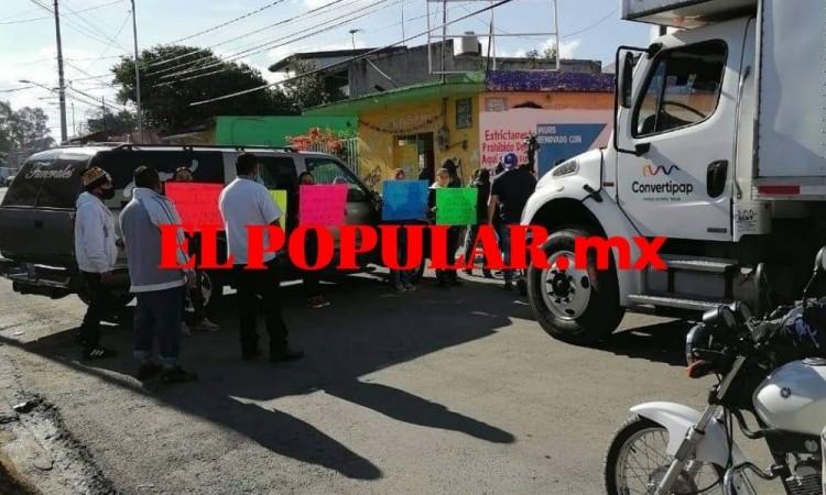 Exigen justicia por taxista asesinado por vecino en San Pablo Xochimehuacan