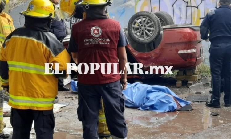 Automovilista muere al volcar y caer de puente en San Andrés Cholula