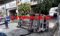 Vuelca ambulancia en servicio; auto particular sería el responsable