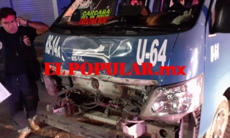 Vuelca unidad de traslado penitenciaria por choque en San Pedro Cholula