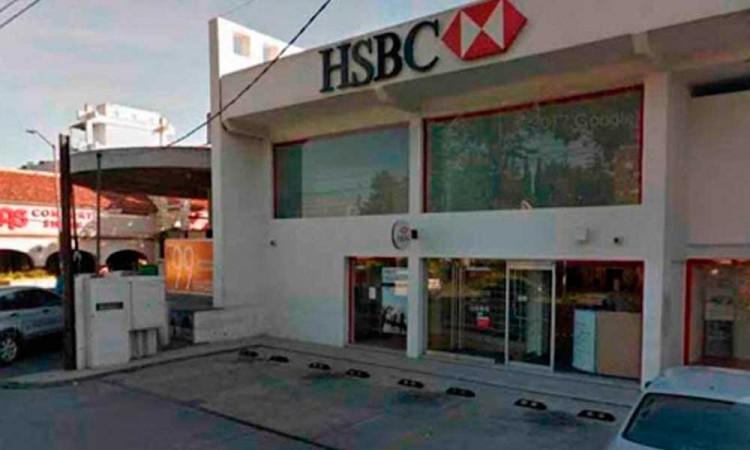 Con navajas, le quitan 20 mil pesos cuando sale del HSBC en Las Animas