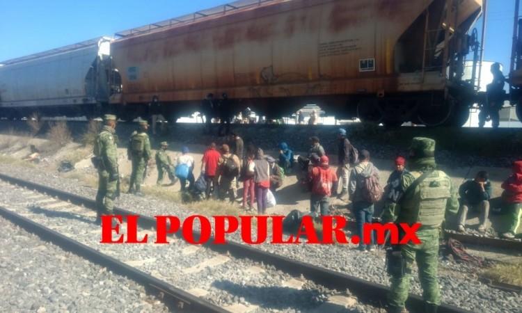 Detienen a 55 indocumentados que viajaban en el tren en Ciudad Serdán