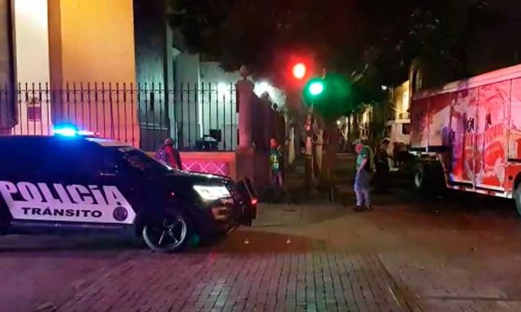 #ConLasCervezasNo: Patrulla de Puebla choca contra camión repartidor en El Carmen