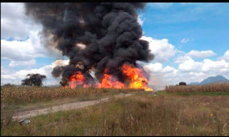 Hueyapan arde por una toma clandestina de gas LP