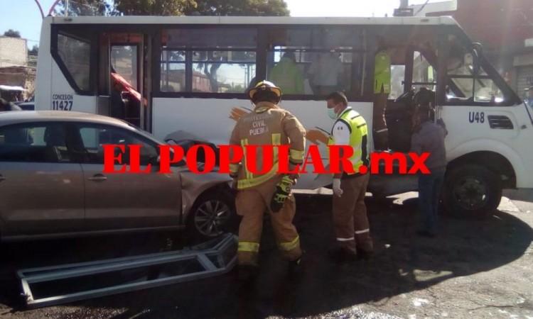 Choque de auto y ruta deja cinco lesionados en la colonia Adolfo López Mateos