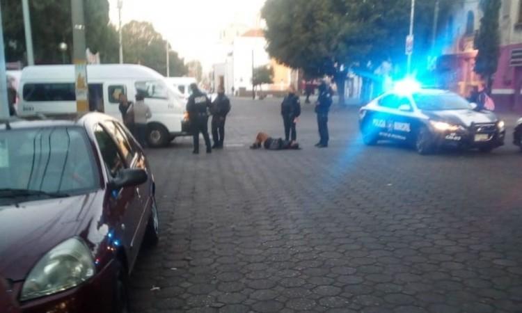 Mujer lesionada al ser impactada por ruta sobre la 9 Norte en Puebla